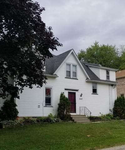 5107 81st St, Pleasant Prairie, WI 53158 (#1755365) :: Tom Didier Real Estate Team