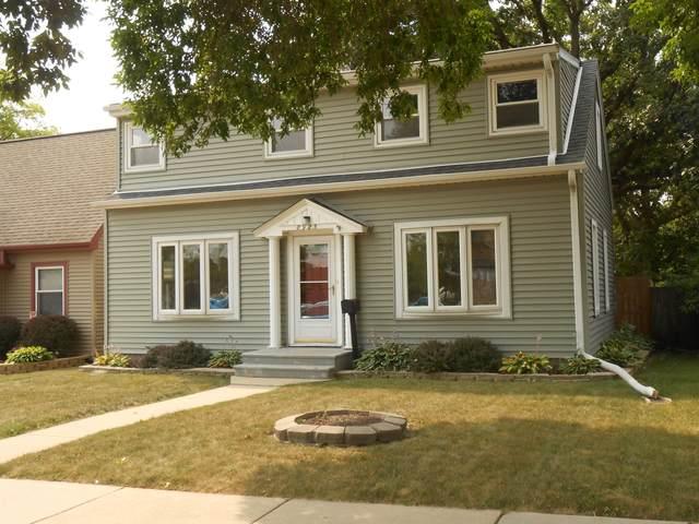8925 W Schlinger  Ave, West Allis, WI 53214 (#1755415) :: Tom Didier Real Estate Team
