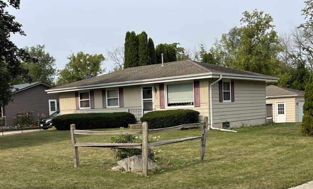 908 Edgewater Ct, Watertown, WI 53098 (#1755528) :: Tom Didier Real Estate Team
