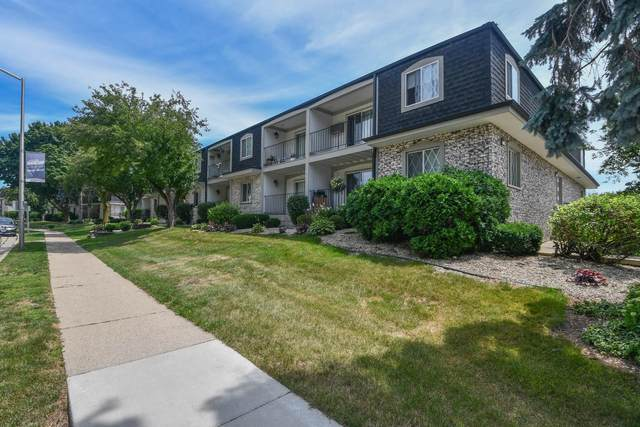 141 W North St #11, Waukesha, WI 53188 (#1755537) :: RE/MAX Service First