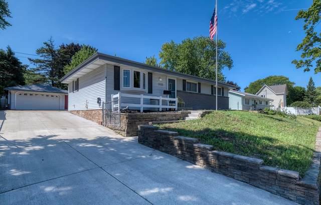 1335 Gertrude St, Waukesha, WI 53186 (#1755545) :: OneTrust Real Estate