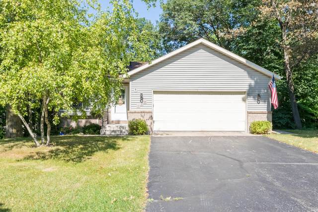 122 Manor Ct, Slinger, WI 53086 (#1755574) :: RE/MAX Service First