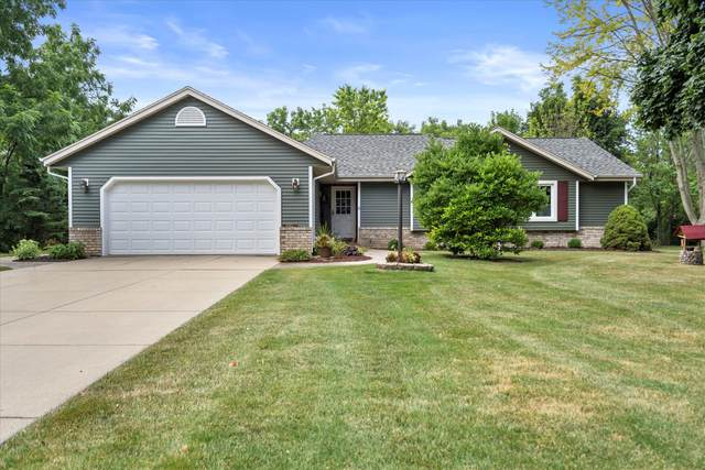 15015 Carpenter Rd, Brookfield, WI 53005 (#1755609) :: EXIT Realty XL