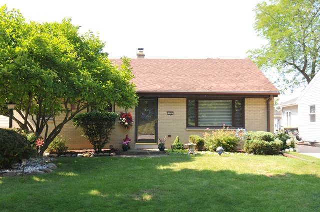 11707 W Oxford Pl, Wauwatosa, WI 53226 (#1755700) :: Re/Max Leading Edge, The Fabiano Group