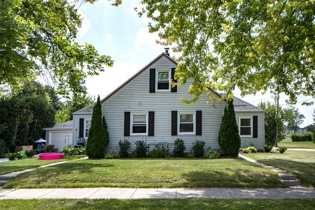 37 W Lincoln Ave, Hartford, WI 53027 (#1755786) :: EXIT Realty XL