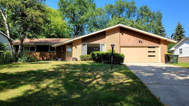 2817 N 122nd St, Wauwatosa, WI 53222 (#1755992) :: EXIT Realty XL