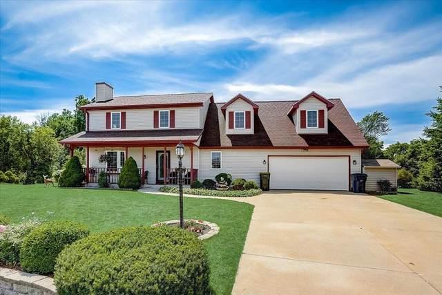10241 S Hampton Ct, Oak Creek, WI 53154 (#1756091) :: EXIT Realty XL