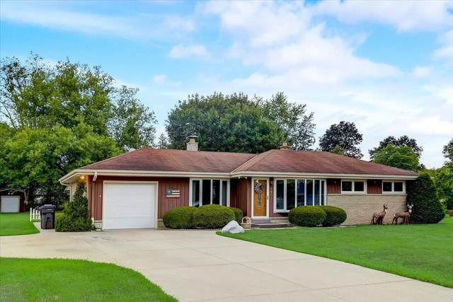 4601 S Clearwater Pl, New Berlin, WI 53151 (#1756110) :: EXIT Realty XL