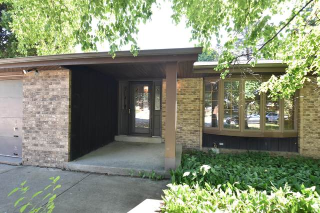 W75N800 Tower Ave, Cedarburg, WI 53012 (#1756166) :: OneTrust Real Estate