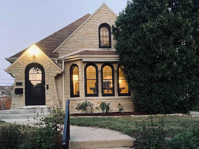 2332 N 83rd St, Wauwatosa, WI 53213 (#1756342) :: OneTrust Real Estate
