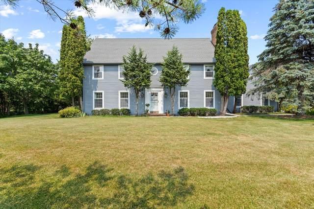 1716 W Glen Oaks Ln, Mequon, WI 53092 (#1756436) :: EXIT Realty XL