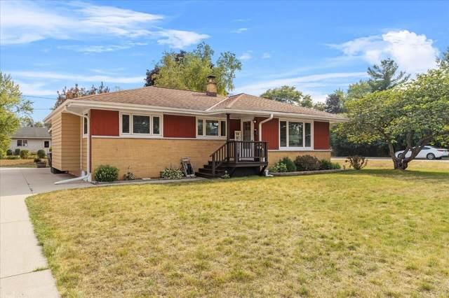 335 Elwin Dr, Mukwonago, WI 53149 (#1756686) :: OneTrust Real Estate
