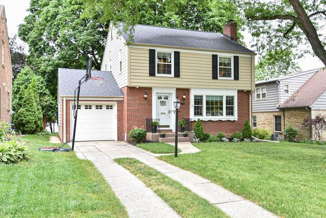 2571 N 96th St, Wauwatosa, WI 53226 (#1756926) :: Re/Max Leading Edge, The Fabiano Group