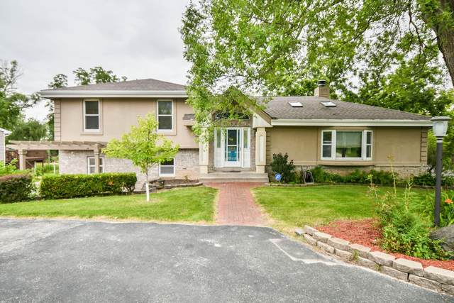 17740 Bolter Ln, Brookfield, WI 53045 (#1756956) :: Tom Didier Real Estate Team