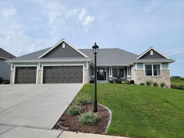 3660 Olde Howell Rd, Waukesha, WI 53188 (#1757806) :: EXIT Realty XL