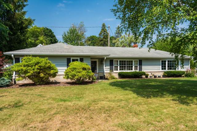 2218 W Fairlane Ave, Glendale, WI 53209 (#1757817) :: EXIT Realty XL