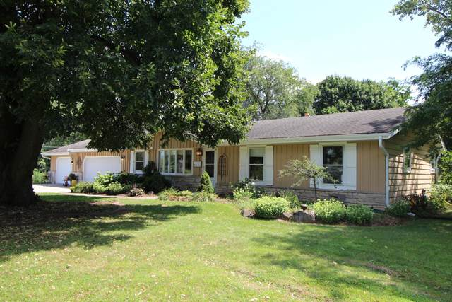 N40W22575 Overhill Ln, Pewaukee, WI 53072 (#1758925) :: EXIT Realty XL