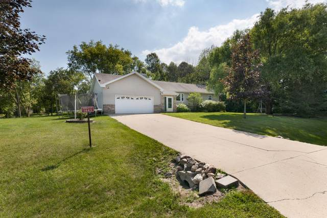 1443 Pathfinder Ln, Farmington, WI 53090 (#1758931) :: Tom Didier Real Estate Team