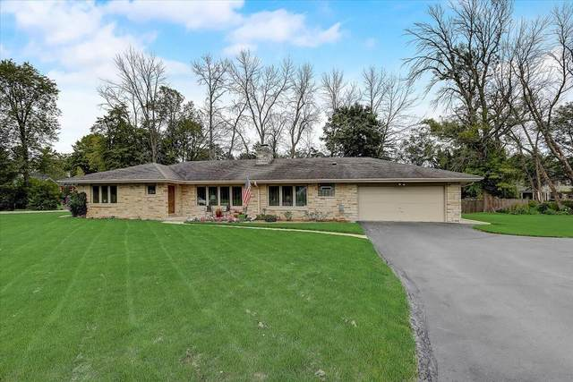 820 E Glenbrook Rd, Bayside, WI 53217 (#1759277) :: EXIT Realty XL