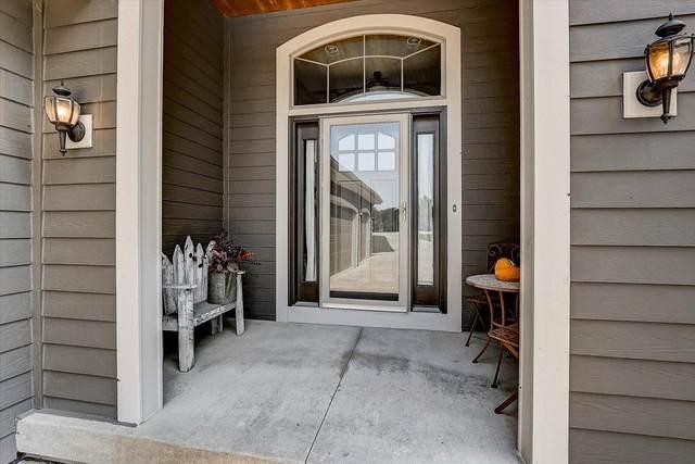 S91W35161 Prairie Ct, Eagle, WI 53119 (#1760040) :: Tom Didier Real Estate Team