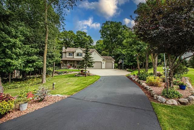 4732 Jacob Rd, West Bend, WI 53095 (#1760078) :: Tom Didier Real Estate Team