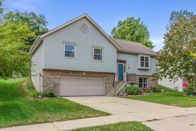 1418 Walsh Acres Dr, West Bend, WI 53095 (#1760103) :: RE/MAX Service First