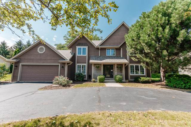 4635 S River Ridge Blvd, Greenfield, WI 53228 (#1760105) :: EXIT Realty XL