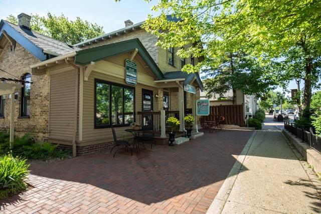 810 N Genesee St #814, Delafield, WI 53018 (#1760952) :: Tom Didier Real Estate Team