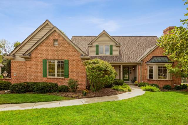 2927 W Woodfield Dr, Mequon, WI 53092 (#1761111) :: EXIT Realty XL