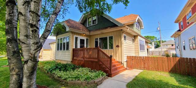 2742 N Sholes Ave, Milwaukee, WI 53210 (#1761197) :: RE/MAX Service First