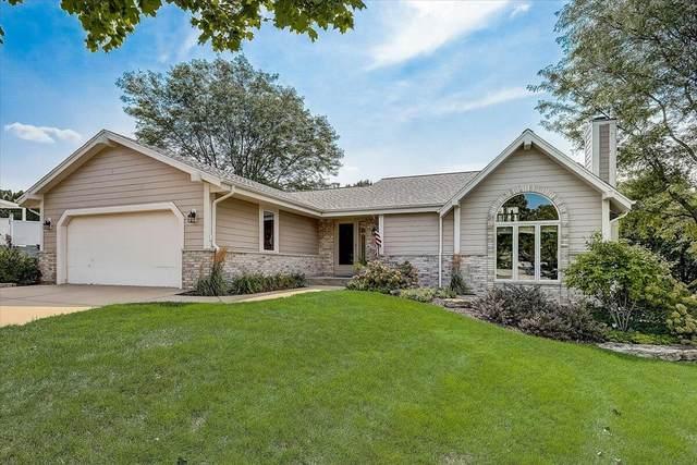 1521 Sunnyridge Rd, Pewaukee, WI 53072 (#1761398) :: OneTrust Real Estate