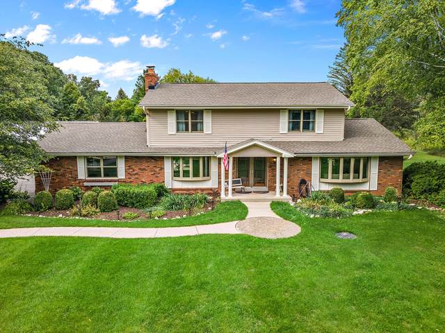 11556 Hidden Valley Dr, Cedarburg, WI 53012 (#1761453) :: Re/Max Leading Edge, The Fabiano Group