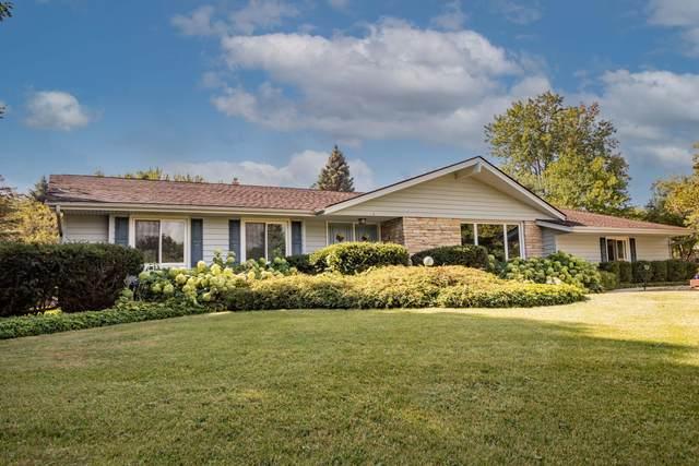 3799 Turnwood Dr, Richfield, WI 53076 (#1761511) :: Tom Didier Real Estate Team