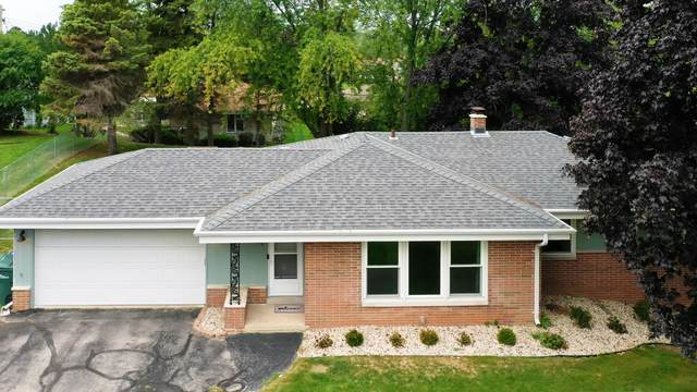 5379 S 51st St, Greendale, WI 53129 (#1761695) :: EXIT Realty XL