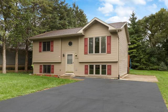 23705 82nd Pl, Salem Lakes, WI 53168 (#1761895) :: Re/Max Leading Edge, The Fabiano Group