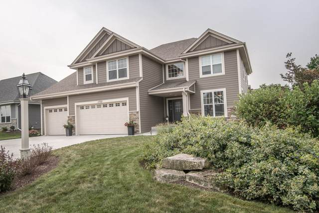 1733 Moccasin Trl, Waukesha, WI 53189 (#1761936) :: EXIT Realty XL