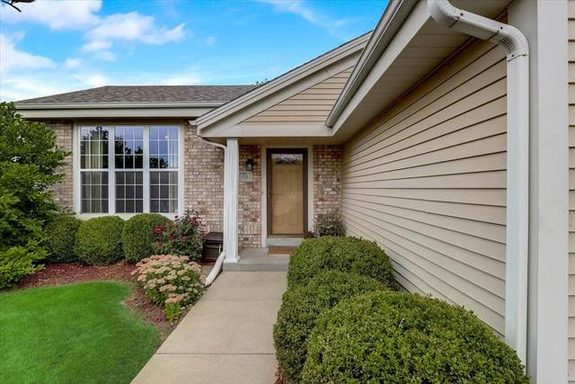 2103 Somerset Ct, Waukesha, WI 53186 (#1762303) :: RE/MAX Service First