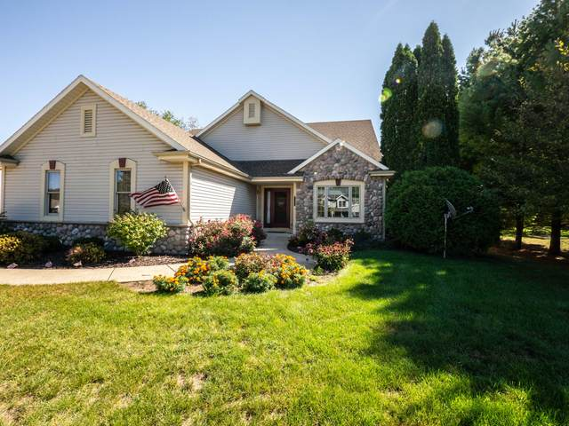 W241N7404 S Woodsview Dr, Sussex, WI 53089 (#1762494) :: EXIT Realty XL