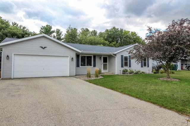 1405 Montclair Pl, Fort Atkinson, WI 53538 (#1762701) :: RE/MAX Service First