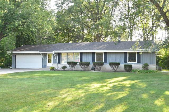 4920 S Jonathan Ln, New Berlin, WI 53151 (#1762765) :: RE/MAX Service First