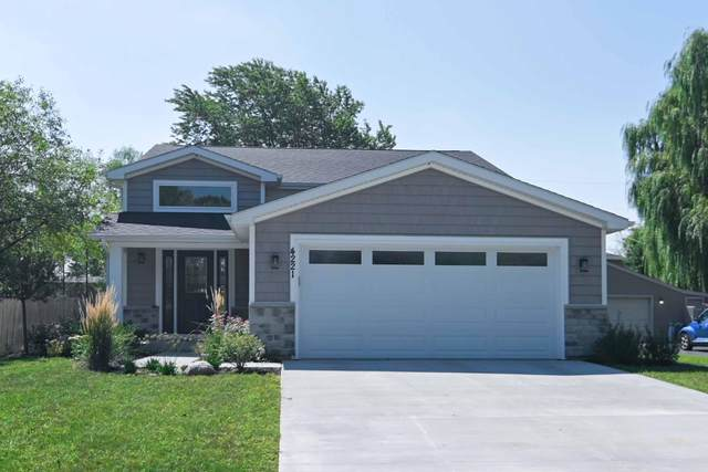 4221 122nd St, Pleasant Prairie, WI 53158 (#1762858) :: Re/Max Leading Edge, The Fabiano Group