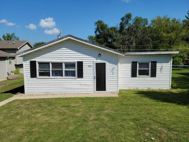 23308 82nd Pl, Salem Lakes, WI 53168 (#1763001) :: Re/Max Leading Edge, The Fabiano Group