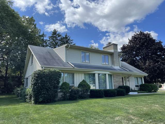 9429 W Abbott Ave, Greenfield, WI 53228 (#1763104) :: RE/MAX Service First
