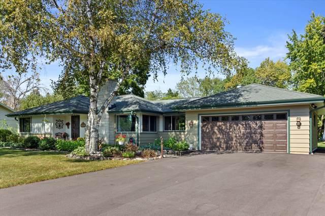 N51W16040 Fair Oak Pkwy, Menomonee Falls, WI 53051 (#1763274) :: EXIT Realty XL