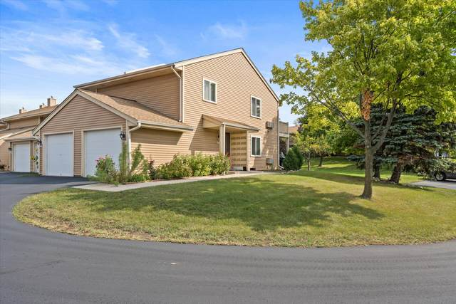 4615 S Woodland Dr, Greenfield, WI 53220 (#1763553) :: RE/MAX Service First