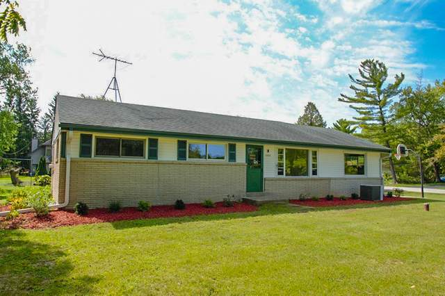 14521 W Lincoln Ave, New Berlin, WI 53151 (#1763566) :: RE/MAX Service First