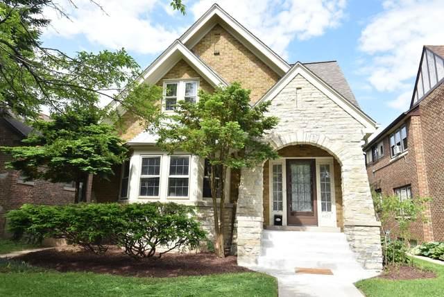 4453 N Cramer St, Shorewood, WI 53211 (#1763711) :: Tom Didier Real Estate Team