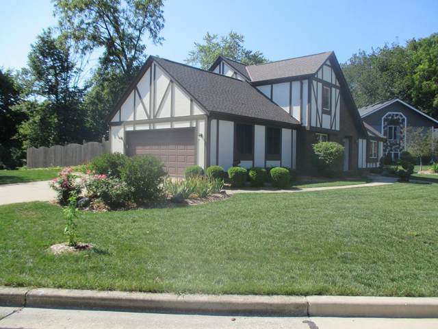 5441 S 48th St, Greenfield, WI 53220 (#1763728) :: RE/MAX Service First