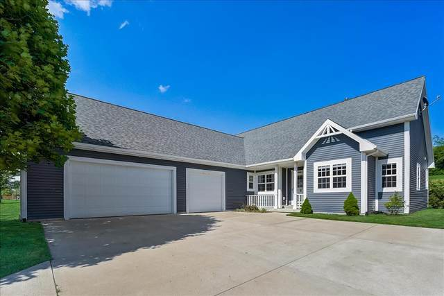 111 Red Fox Dr, Johnson Creek, WI 53038 (#1763740) :: EXIT Realty XL