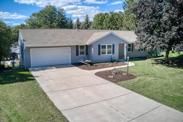 689 Cardiff Dr, Hartland, WI 53029 (#1763762) :: EXIT Realty XL